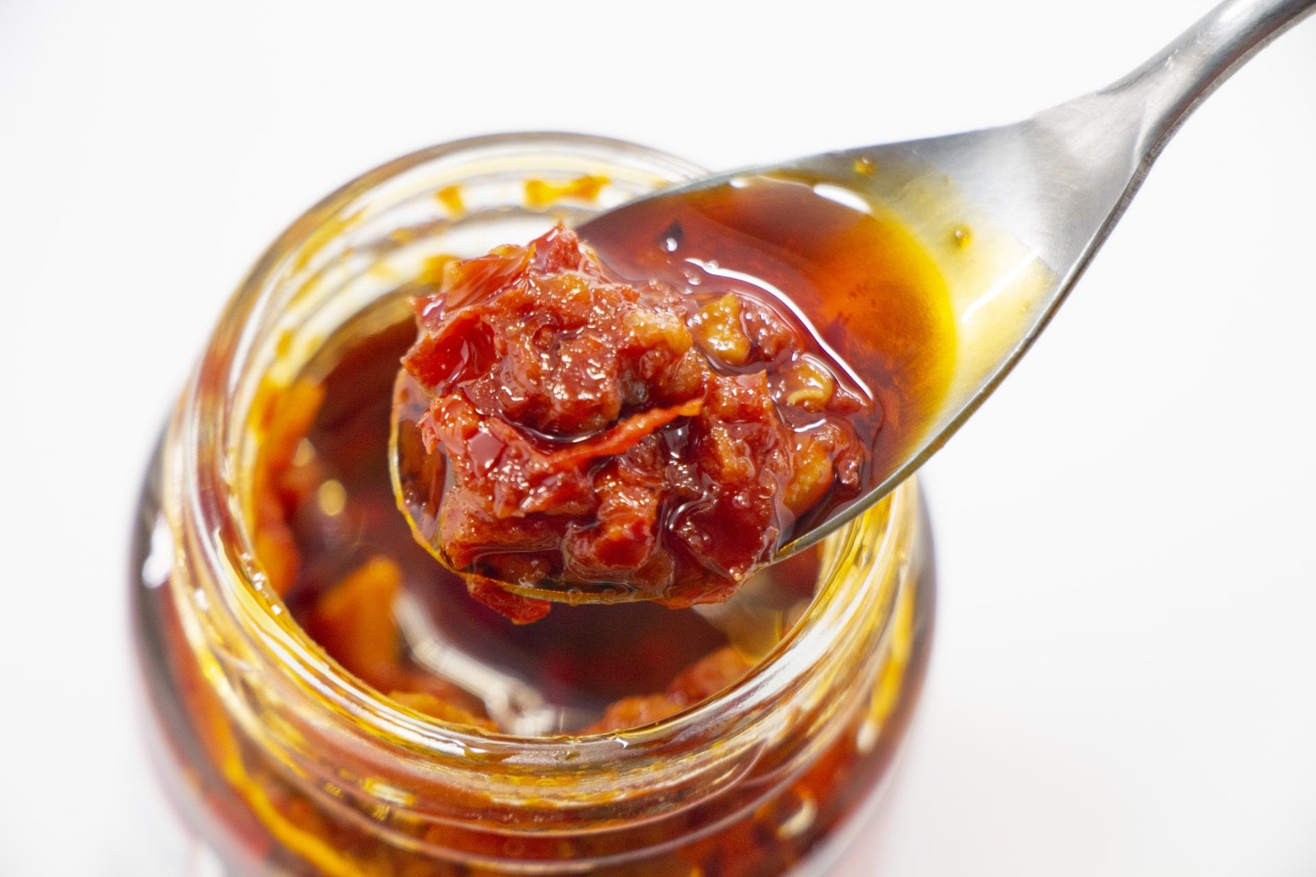 食べるラー油、食べる醤油に食べる炭まで!? 最新の『食べる○○』事情がすごい