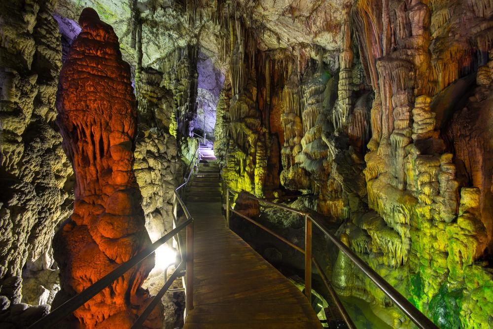 ディクテオン洞窟