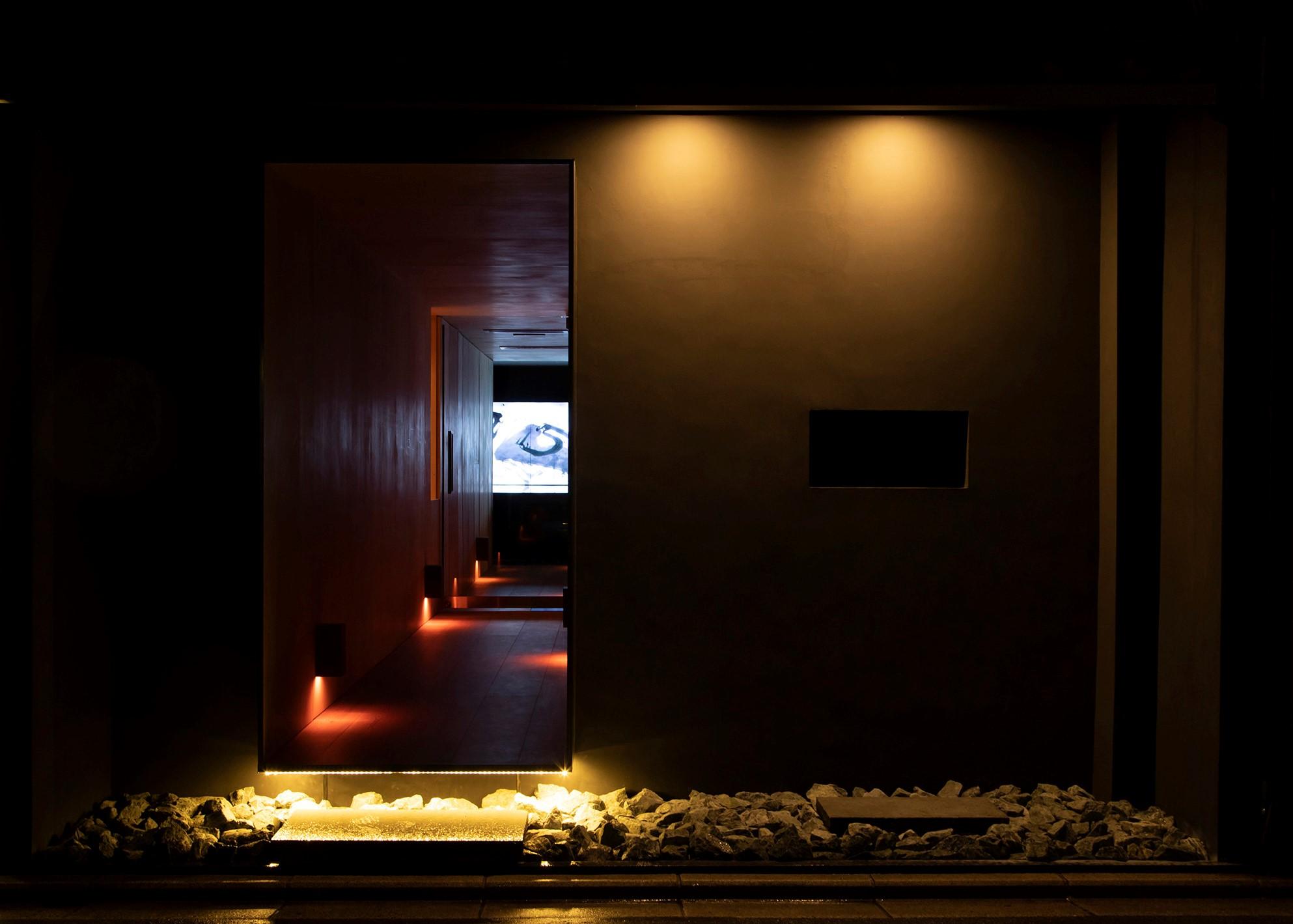デジタルアート×ヴィーガンラーメン『Vegan Ramen UZU KYOTO』、芸術的な空間でラーメンを味わう