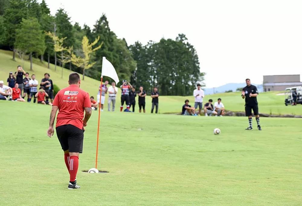 ゴルフが苦手でも安心!足をつかった新しいかたちのゴルフ、『フットゴルフ』が面白い!⛳